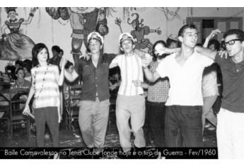 Baile carnavalesco no Tênis Clube, hoje Tiro de Guerra, em fevereiro de 1960.