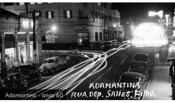 Adamantina, nos anos 60. Rua Deputado Salles Filho. Ao fundo, o hoje Hotel Villa Verde, na esquina com a Avenida Rio Branco (Arquivo Histórico Municipal).