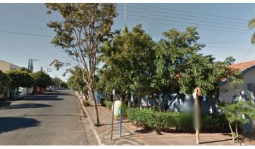 Na Rua Nove de Julho, o caminho entre o posto de saúde, padaria e campus I das Paredes Alvas (Google).