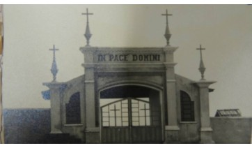 Fachada do Cemitério de Adamantina, na década de 50 (Foto: Arquivo Histórico Municipal).
