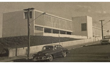 Colégio Estadual em 1964, atual Escola Estadual Fleurides Cavalini Menechino (Reprodução: Livro Reviver Adamantina/João Carlos Rodrigues).