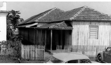 Da madeira à alvenaria: as construções da cidade