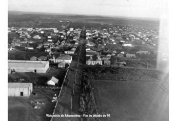 Vista aérea de Adamantina. Fim da década de 40 (Reprodução: Arquivo Histórico Municipal).