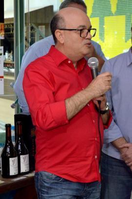 Cocipa  e Vinícola Pizzato promovem noite de degustação de vinhos na loja de conveniência do Auto Posto Cocipa em Adamantina (Fotos: Maikon Moraes/Siga Mais). Cocipa  e Vinícola Pizzato promovem noite de degustação de vinhos na loja de conveniência do Auto Posto Cocipa em Adamantina (Fotos: Maikon Moraes/Siga Mais).