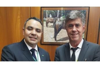Prefeito Márcio Cardim no Ministério da Agricultura com o chefe de gabinete, Daniel Amaral (Acervo Pessoal).