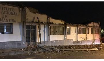 Maior parte dos escombros caiu para a área interna. Na área externa, estragos mais visíveis estão na face do prédio voltada à Alameda Santa Cruz (Fotos: Maikon Moraes/Siga Mais).