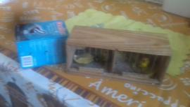 Gaiola e caixa para transporte de pássaros (Foto: Cedida/Polícia Ambiental).