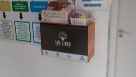Mini-bibliotecas organizadas em caixas especialmente desenhadas para o projeto começam a ser instaladas em Adamantina (Foto: Clovis Donizete Fiorentim).