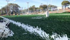 Iniciada a instalação da grama sintética da quadra de futebol society
