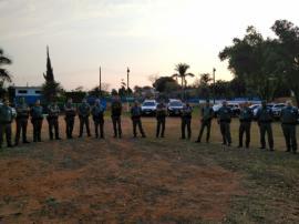 Preleção entre as polícias Civil e Militar, na manhã desta quinta-feira, em Adamantina, antes do início da operação (Foto: Cedida/Deinter 8).