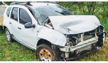 Renault Duster, com placas de Adamantina, envolvido no acidente na madrugada desta sexta-feira, na SP-294 (Foto: Cláudio José/Bastidores da Notícia).