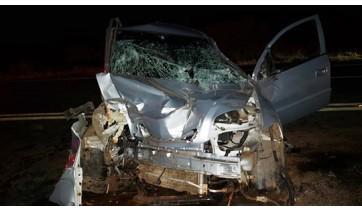Caminhão cruza frente de Astra, causa acidente e foge do local na SP-294