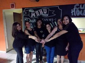 Raquel Borges Filgueira (intérprete) de Adamantina, Hilda (surda) de Adamantina, Eliana (surda) de Lucélia, Katia (surda) de Lucélia, Rita (surda) de Adamantina e Daiane Suzuki (intérprete) de Lucélia (Foto: Cedida).