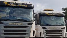 Caminhões são atingidos por pedradas na SP-294