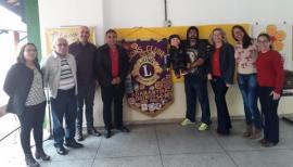 Com iniciativa da Comissão de Educação do Lions Clube de Adamantina, Paulo Silas levou teatro com boneco de ventríloquo para a Emef Eurico Leite de Moraes (Foto: Cedida).