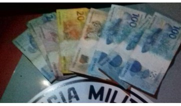 Dupla perde R$ 700 após programa sexual com três mulheres