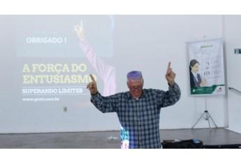 Prof. Gretz aplicou palestra para mais de 400 colaboradores da Cocipa (Foto: Da Assessoria).