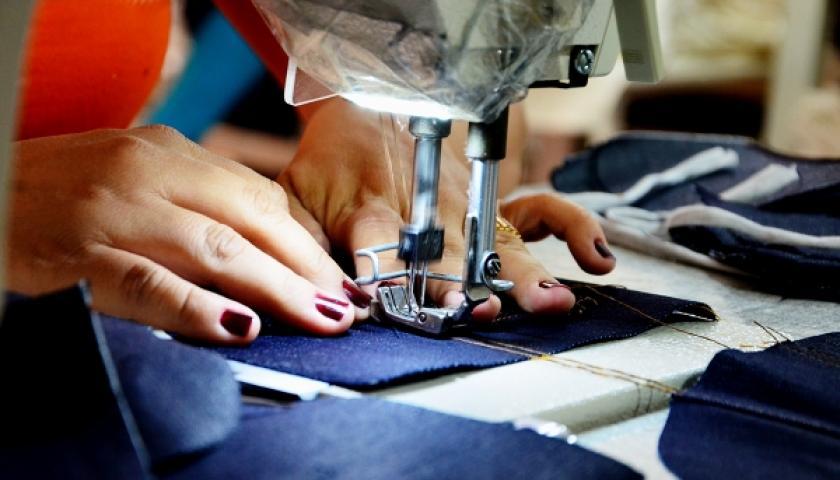 Fundo Social de Solidariedade abre curso de costureiro de máquina reta e overloque