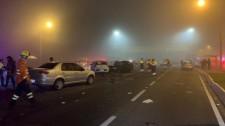 Engavetamento de 22 veículos no Paraná mata sete pessoas