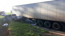 Acidente entre caminhonete e carreta mata agente penitenciário de 41 anos