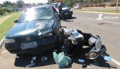 Deficiente fica gravemente ferida após carro atingir seu triciclo em avenida