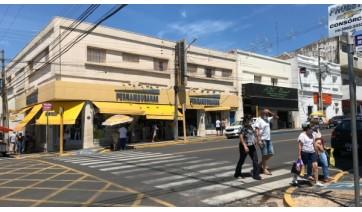 Esquina da Avenida Rio Branco com a Rua Deputado Salles Filho, centro de Adamantina (Foto: Siga Mais).