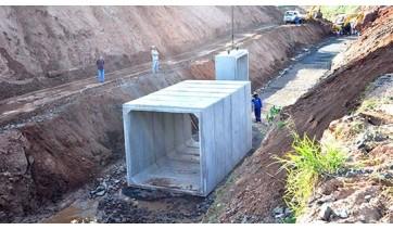 Aduelas de concreto começam a ser instaladas no Parque dos Pioneiros
