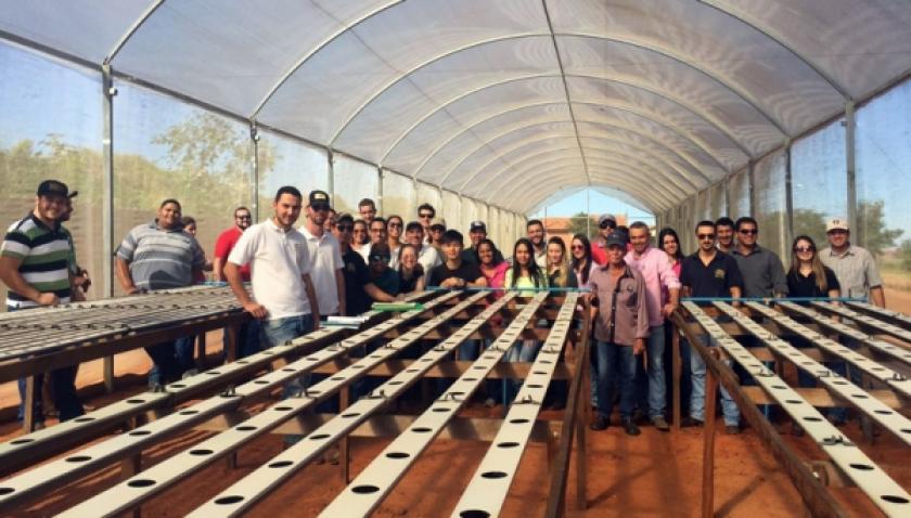 Alunos de Agronomia e Agroneg�cio da UniFAI visitam horta hidrop�nica