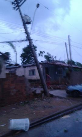 Tromba d´água avança do rio Paraná e se transforma em tornado ao destruir parte de Panorama
