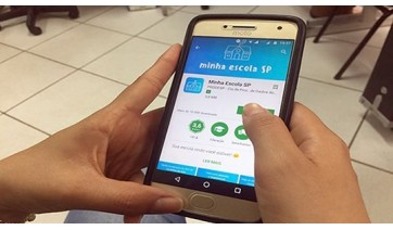 Por meio do aplicativo Minha Escola SP é possível também ter acesso a boletim com notas e faltas, horário de aulas e até uma versão digital da carteirinha estudantil, com foto, nome, série e unidade do aluno (Divulgação).