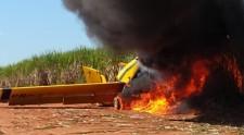 Avião agrícola cai em área de canavial em Junqueirópolis