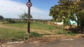 Demarcações na Avenida Cristóvão Goulart Marmo, em terrenos da antiga Colônia da Fepasa (Foto: Siga Mais).