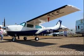 Foto do avião com o mesmo prefixo e características, da aeronave que fez pouso forçado na tarde deste domingo na região (Flickr/Daniel Popinga)