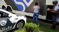 PM Rodoviária de Adamantina prende passageira de ônibus com mais de meio quilo de cocaína