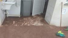 Casa popular entregue há menos de cinco meses é inundada pelas chuvas no Itamarati