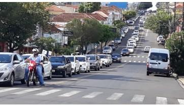 Carreata ForaDória percorre ruas de Adamantina contra medidas que oneram servidores públicos