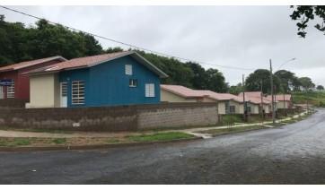 Construtora recebe vereadores e garante qualidade nas obras de casas populares