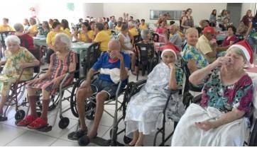 Almoço de confraternização com os idosos da capoterapia e do Lar dos Velhos encerram as atividades de 2018 da Secretaria de Assistência Social e do CRAS (Da Assessoria).