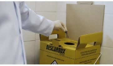 Secretaria de Saúde disponibiliza gratuitamente um recipiente próprio para descarte dos itens usados na aplicação da insulina (Ilustração)