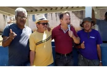 Representante da diretoria do Lar dos Velhos, Nelson Baraldi, faz seu agradecimento aos participantes do torneio (Foto: Cedida).