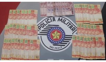 Homem é preso pela PM com cédulas de dinheiro falsas, no Jardim Adamantina