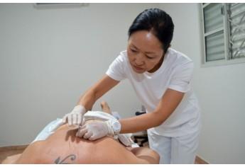Acupuntura promove melhorias no sistema imunitário e serviços por profissionais qualificados está disponível em Adamantina (Foto: Maikon Moraes).