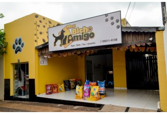 Meu Bicho Amigo fica na Avenida Rio Branco, 1,.08, proximidades do Supermercado Sete. Atendimento diariamente, com alimentação, cuidados de higiene e acessórios para os pets (Foto: Siga Mais).