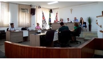 Reitor e coordenação do curso de medicina da UniFAI dão explicações sobre o curso, atendendo convocação feita pelo vereador Alcio Ikeda (Fotos: Da Assessoria).