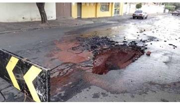 Projeto quer multar em R$ 1 mil/dia quem abrir buracos em ruas e não reparar asfalto em Osvaldo Cruz