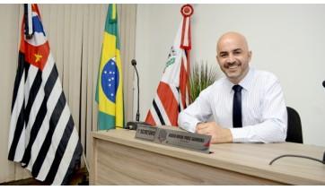 Vereador Acácio Rocha, autor da iniciativa que amplia possibilidades de estágio remunerado também aos estudantes da FATEC e UNIVESP e Adamantina (Foto: Arquivo).