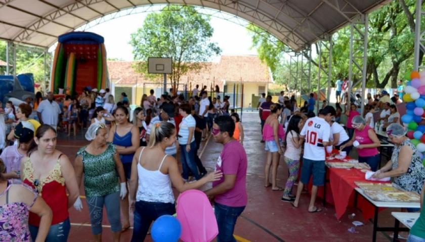 Volunt�rios arrecadam doa��es e realizam festa para crian�as no Jardim Adamantina