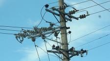 Queda de galho em rede elétrica deixa bairros sem energia durante 20 minutos