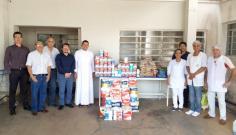 UniFAI entrega à Santa Casa donativos arrecadados em corrida e caminhada