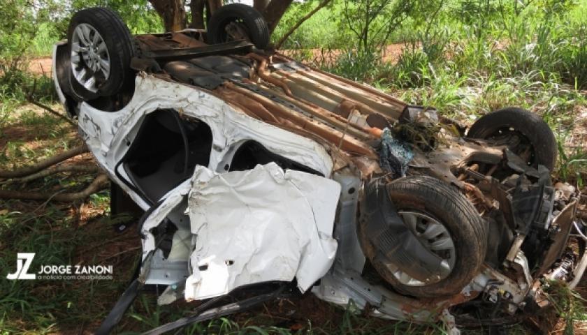 Uma criança morre e três ficam feridos em capotamento na SP-294